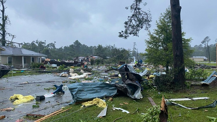 Crash, 'likely' due to storm, kills 10 in Alabama, authorities say