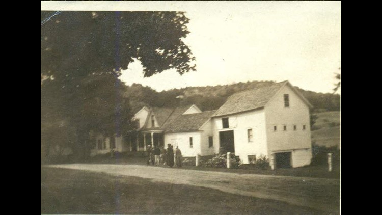 Historic photo of the Coolidge homestead in Plymouth Notch.