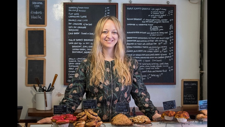 American pastry chef Claire Ptak, owner of Violet Bakery in London, will make Prince Harry's and Meghan Markle's wedding cake: a lemon elderflower cake covered with buttercream and decorated with fresh flowers.