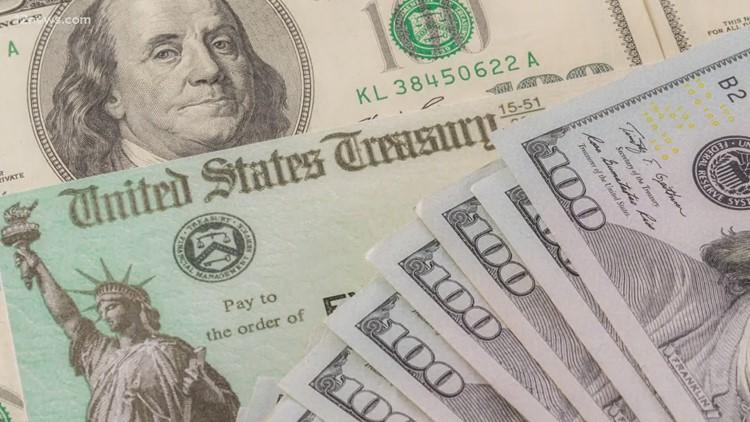 Se enviaron más cheques de estímulo económico por $1,400. Le decimos quiénes los están recibiendo.