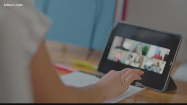 ¿Quiere reducir el tiempo que su hijo pasa frente a la pantalla? Los expertos recomiendan un cambio en el uso de la tecnología en toda la familia