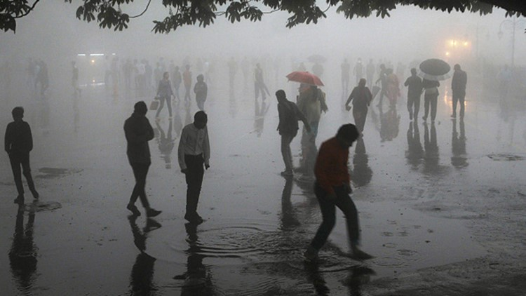 This photo taken on May 2, 2018 shows people walking under heavy rainfall in the northern hill town of Shimla in Himachal Pradesh state.