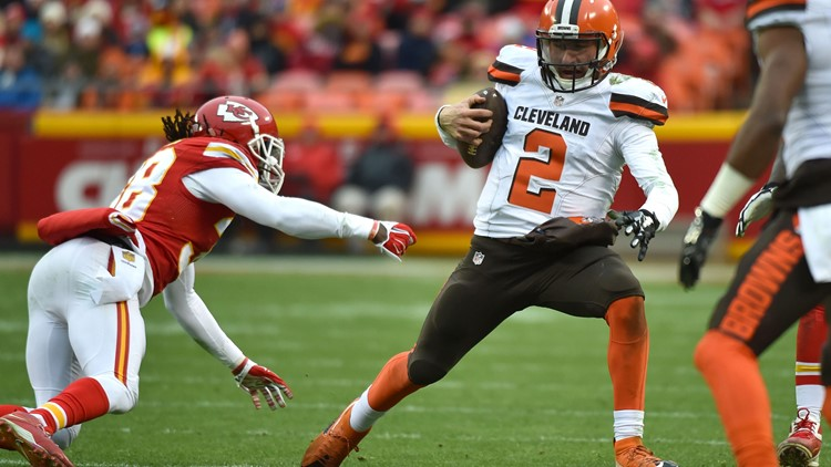 Johnny Manziel #2 of the Cleveland Browns avoids the tackle of Ron Parker #38 of the Kansas City Chiefs at Arrowhead Stadium during the fourth quarter of the game on December 27, 2015 in Kansas City, Missouri. (Photo by Peter Aiken/Getty Images)