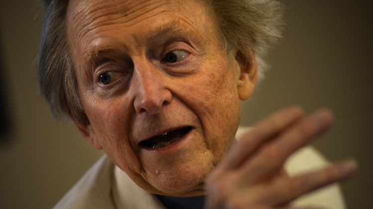 """US writer and journalist Tom Wolfe gestures during the presentation of his new book """"Bloody Miami"""" at La Pedrera building in Barcelona on December 10, 2013."""