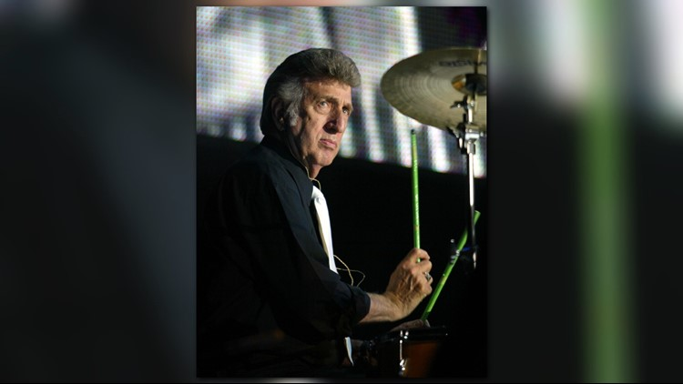 Elvis Presley's former drummer DJ Fontana performs during the Elvis Presley 25th Anniversary Concert on August 16, 2002 in Memphis, Tennessee.