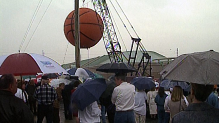 The large basketball was placed on the roof of the Women's Basketball Hall of Fame on March 31, 1999.