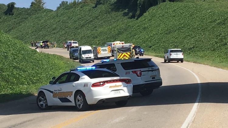 2 killed, 3 injured in Mascot crash