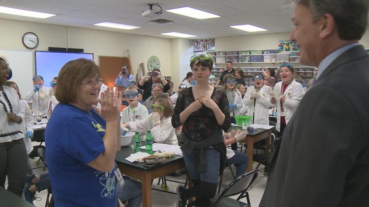 Lanier Elementary School teacher gets $25,000 classroom makeover