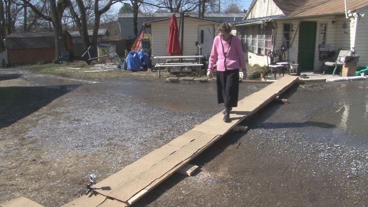 East Tennessee flooding forces grandmother to walk a plank to get to her car
