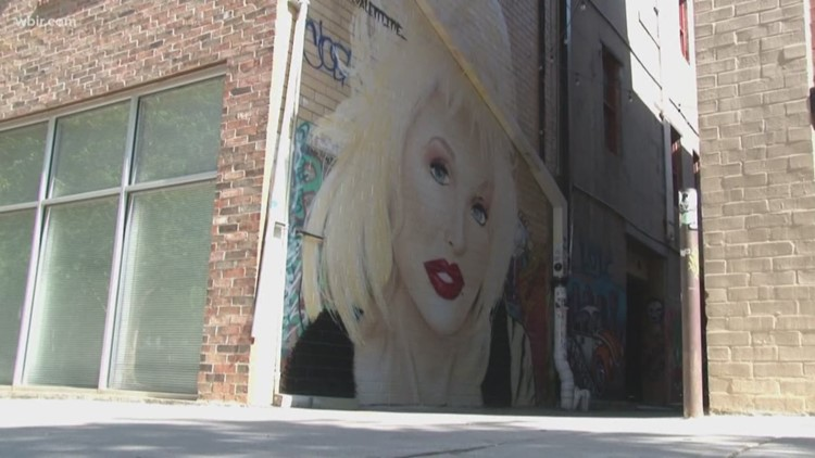 Strong Alley mural brings Dolly Parton's likeness to Market Square area