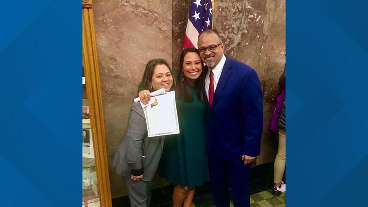 Laura Ararat becomes a U.S. citizen