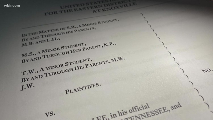 Federal judge orders Knox County school board to impose mask mandate, blocks Gov. Lee's 'opt-out' order in Knox County