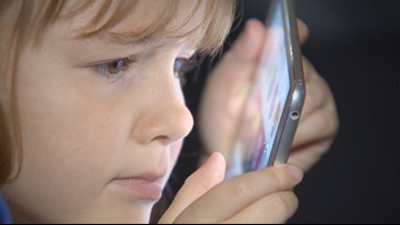 Knox School Board votes to keep personal device policy in place