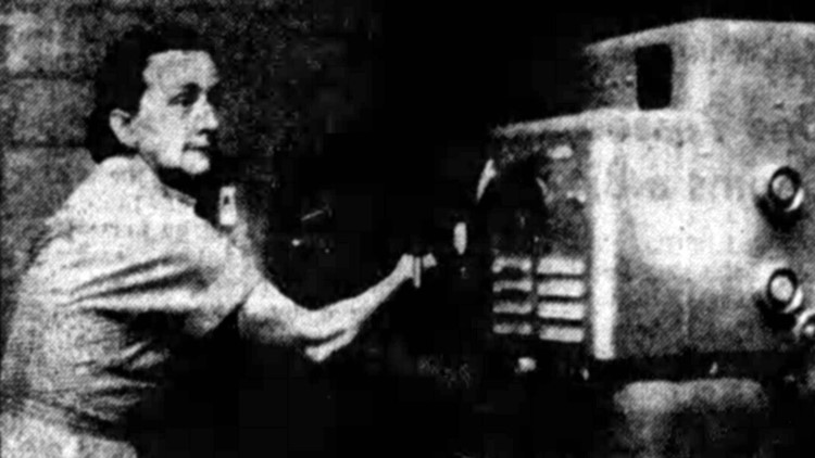 Dr. Isabel Tipton uses an optical spectrograph to find trace elements of radiation in human tissue in 1954