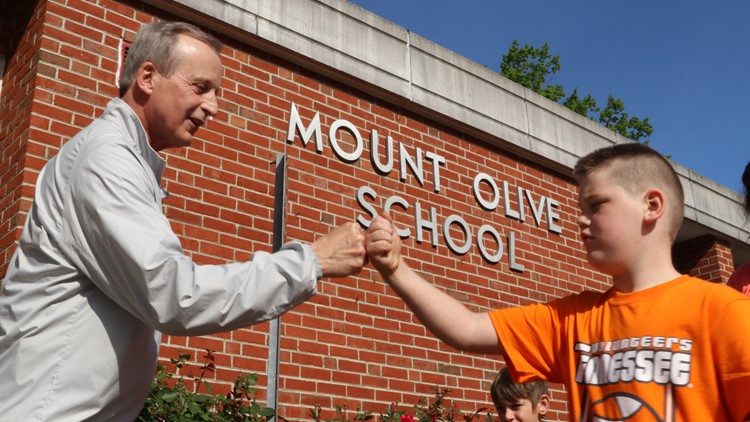 Coach Rick Barnes surprises Mount Olive Elementary students in special ceremony