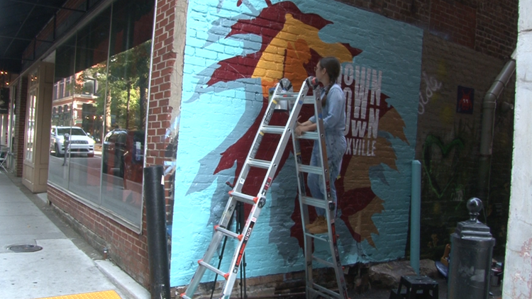 New mural has Downtown Knoxville looking like fall, y'all