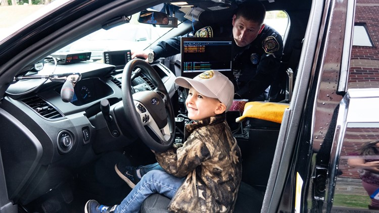 Blount County 4-year-old celebrates birthday at the sheriff's office
