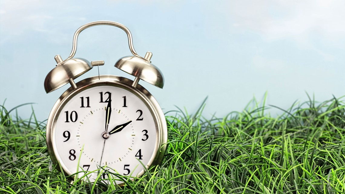 10Listens: Despite Tennessee's new Daylight Saving Time law, we still fall back on November 3
