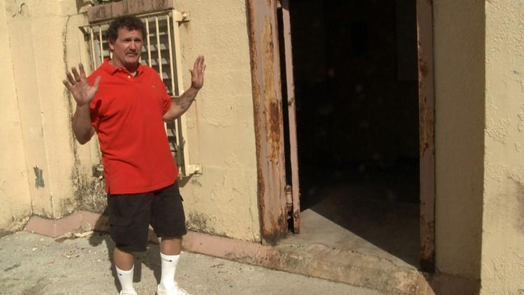 Robert Gibson Brushy Mountain Prison hands up