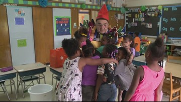 Pay it Forward: 'Crayola Man' brings light, color to East TN elementary students