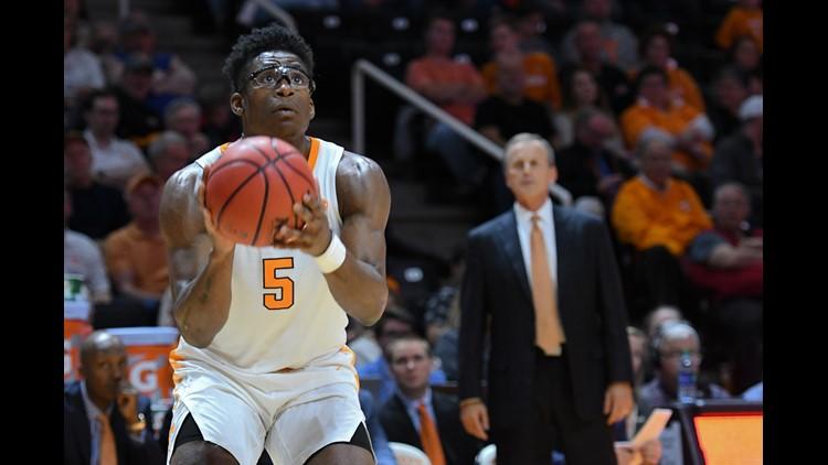 Vols men's basketball ranked in top five of AP's Top 25 poll