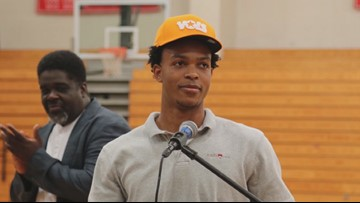 5-star guard Josiah James signs with Vols