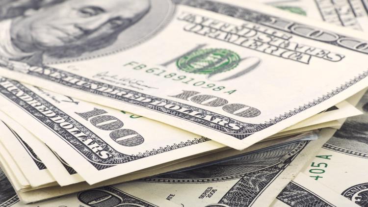 Universidad de Tennessee ofrece asesoramiento financiero a los graduandos
