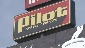 VERIFY: Pilot Flying J is repairing not removing American flags