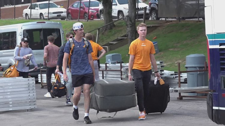 Tennessee Baseball arrive at Omaha for College World Series