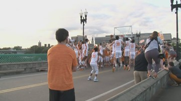 Tennessee Basketball takes over Gay Street Bridge