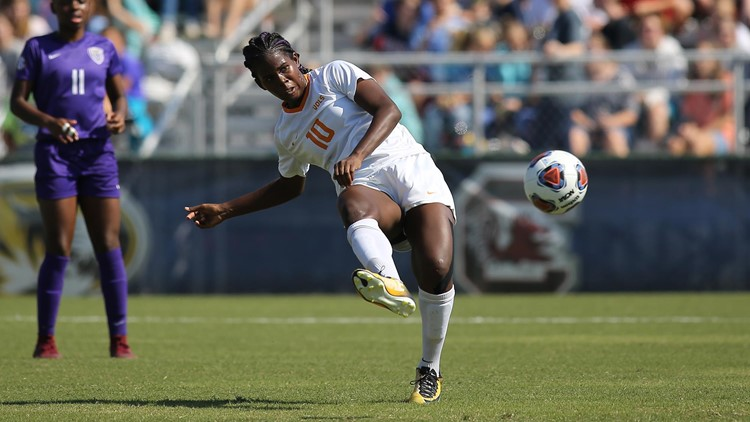Former Lady Vol Bunny Shaw signs up with Manchester City Football Club