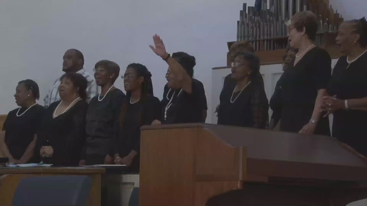Knoxville College celebrates graduation ceremony