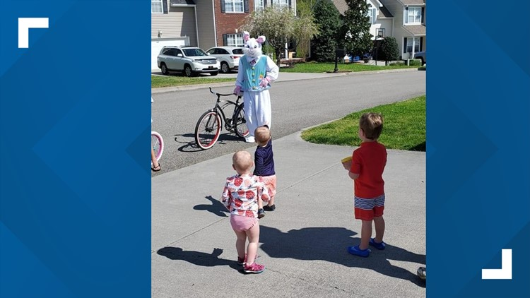 Bike riding Easter Bunny brings smiles to West Knoxville neighborhood