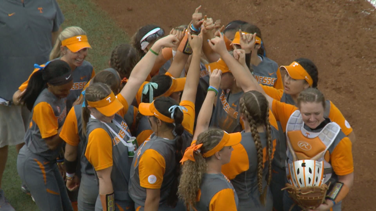 Lady Vol Softball advances to Super Regional