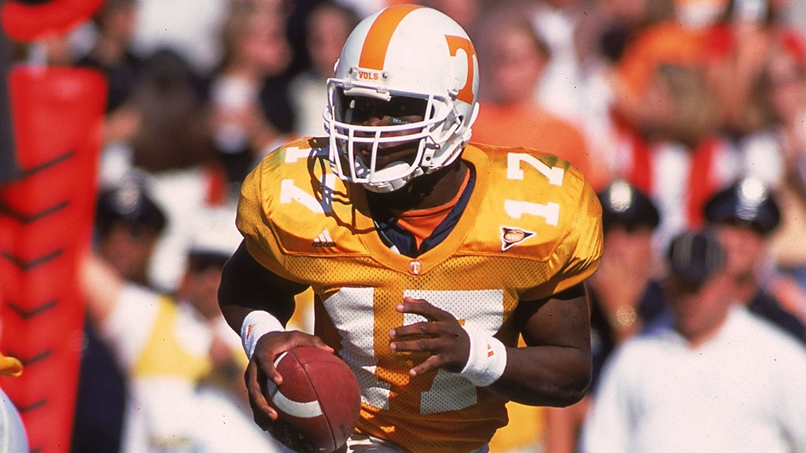 30 Oct 1999 Tee Martin 17 Of The Tennessee Volunteers Carries Ball As He Looks To Pass During Game Against South Carolina Gamecocks At
