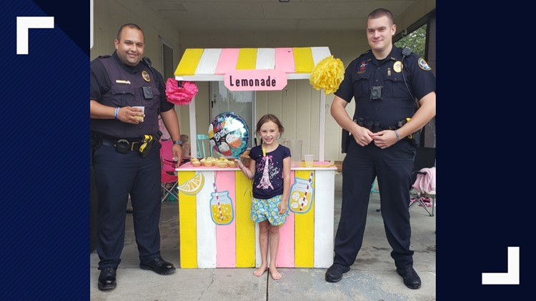 Tazewell officers visit lemonade stand