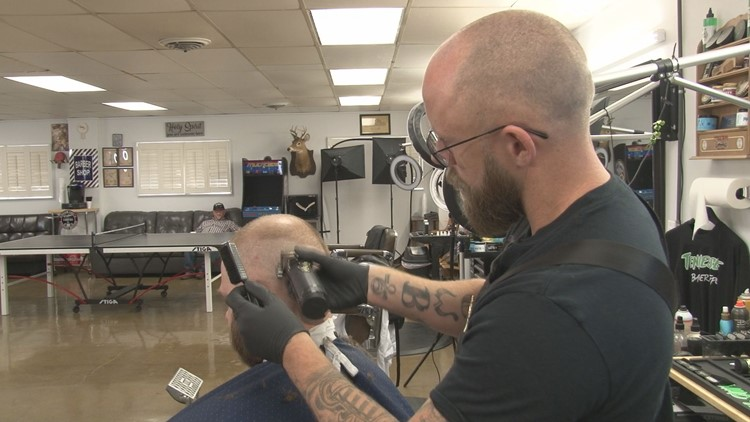 Knoxville barber cuts hair as he grows his faith
