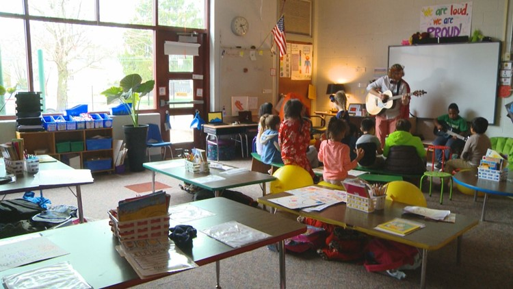 'Dean of Fun': Knoxville teacher rocks in and out of the classroom