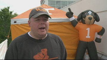 Radio host sleeps on roof until Vols win