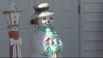 Home surveillance video catches kids stealing Christmas decorations