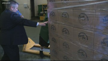 Hamilton County makes massive MoonPie delivery to Knox County after Vols win