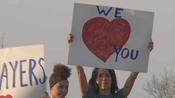 'We love you' | East Tennessee rallies around health care workers fighting COVID-19