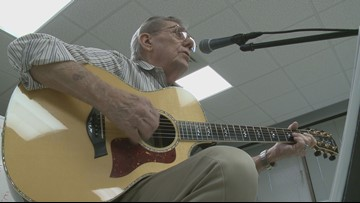 Oak Ridge Senior Center offers free guitar lessons