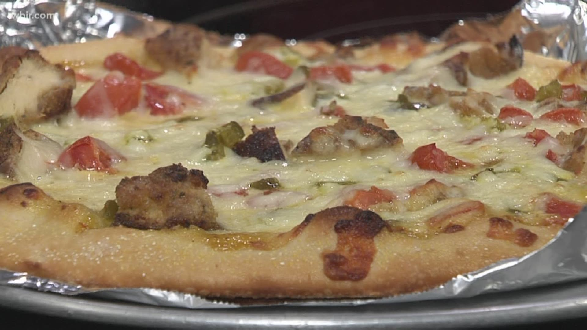 Metro Pizza Makes A Honey Mustard And Chicken Pizza Wbir Com