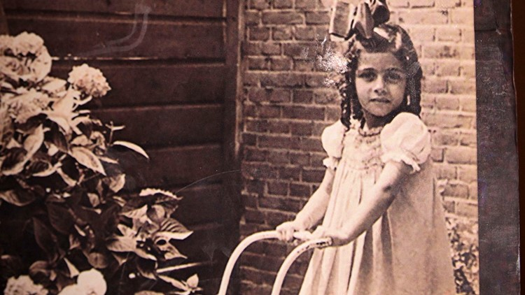 Photo of Holocaust survivor Sonja DuBois as a young girl in Holland