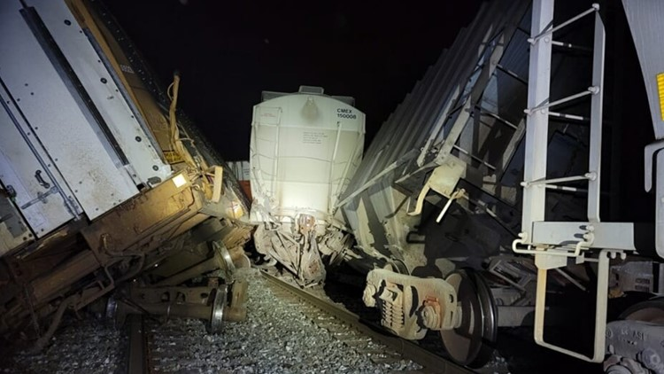 KPD: Train derailed along Rutledge Pike in Knoxville Friday night