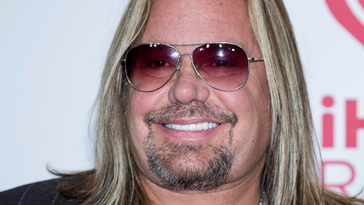 Mötley Crüe singer Vince Neil breaks ribs after falling off stage in Pigeon Forge