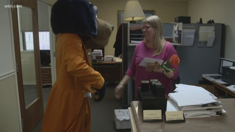 Vols fans get 'Smokey Grams' for Valentine's Day