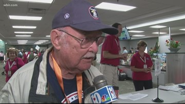 """""""We're fortunate to live in the country we live in""""   Veterans board HonorAir Flight 29"""