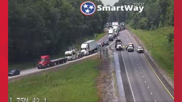 Knoxville man killed, several hurt in 4-vehicle crash on I-75 in McMinn County